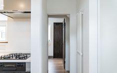 玄関からキッチンまでショートカットの動線
