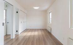 将来二間に分けられる広めの洋室